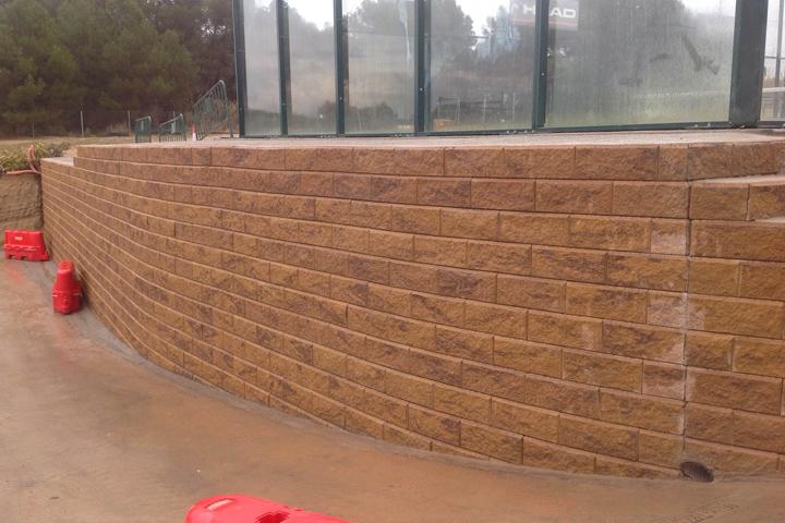 """Muros contención """"Colegio Agora"""", Sant Esteve Sesrovires, Barcelona"""
